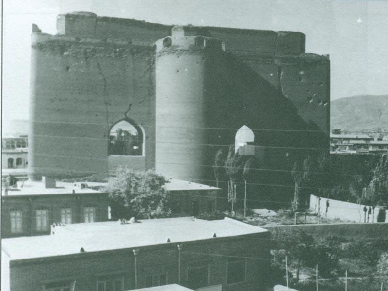نمای شمالی ارک قبل از تخریب اطراف آن که زمانی دانشکده پزشکی و اداره رادیو قرار داشت