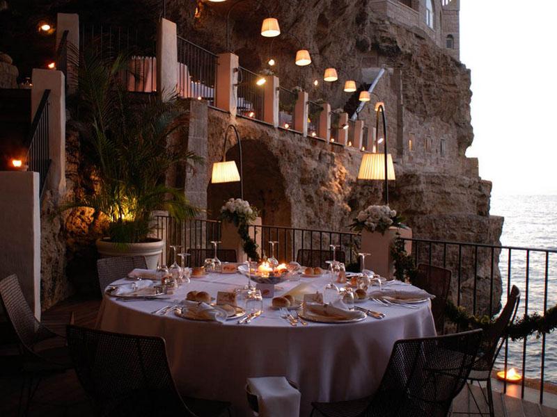 Italian-restaurant-inside-cave
