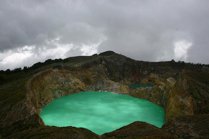 Top-10-Lakes-Kelimutu-Nicolas-Mirguet