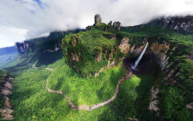 angel-falls-surrounding-area