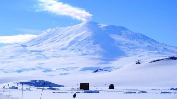 Mount-Erebus-Antarctica-571x322