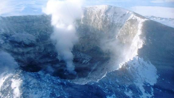 Mount-Erebus-Cave-571x322