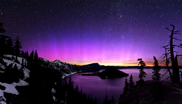 aurora-borealis-and-the-milky-way-over-crater-lake