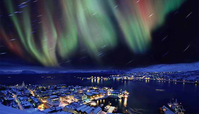 aurora-borealis-in-the-skies-over-hammerfest-norway