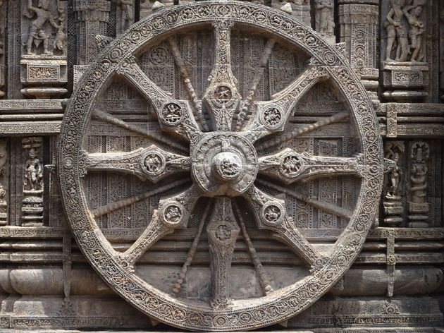 800px-Chariot_wheel_of_Konark_temple