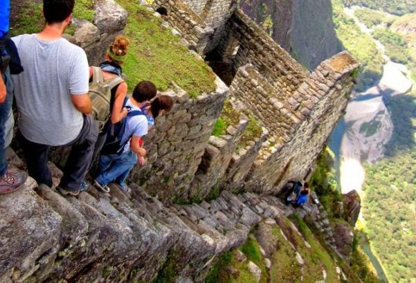 inca-trail-to-machu-picchu-stairs-of-death-peru