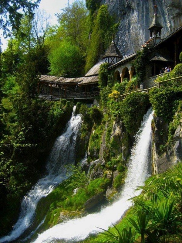 Waterfall-Walkway-St.-Beatus-Caves-Switzerland