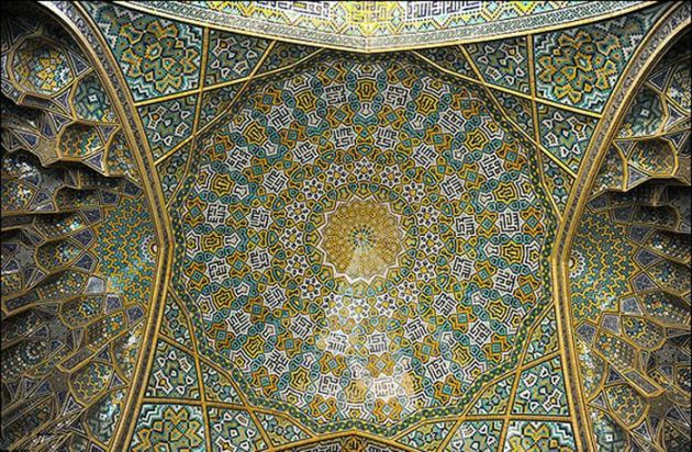 سقف مقرنس مدرسه چهارباغ اصفهان شاهکار معماری ایرانی و اسلامی