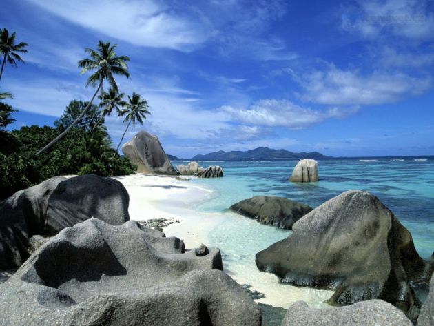 Top-10-Unusual-Beaches-Seychelles5-740x555