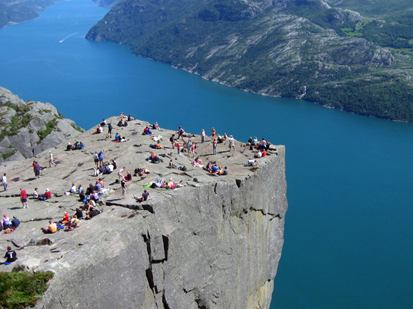 Preikestolen-Pulpit-Rock-Norway-02