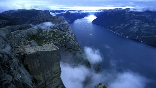 Preikestolen_Pulpit-Rock_Norway