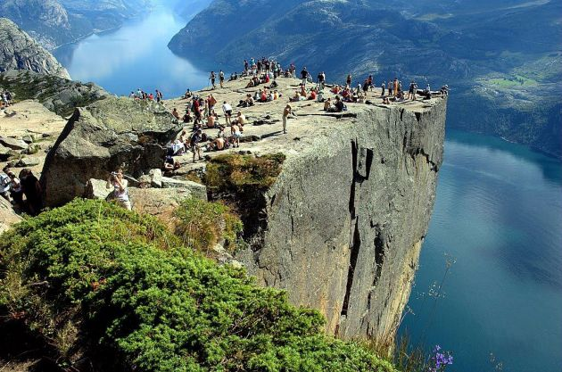 Pulpit-Rock-Preikestolen-cliff-norway-003