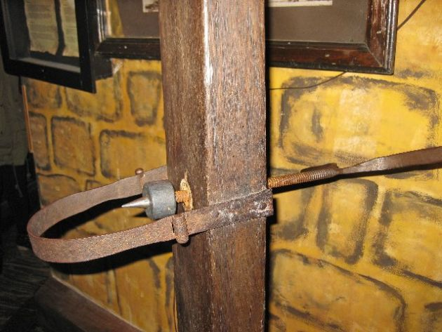 256899-talk-about-a-pain-in-the-neck--on-display-at-the-torture-museum--amsterdam-netherlands