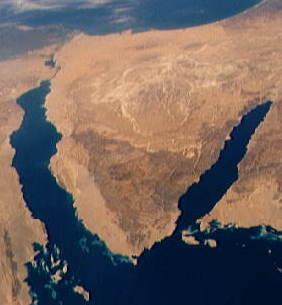 Sinai_Peninsula_from_Southeastern_Mediterranean_panorama_STS040-152-180