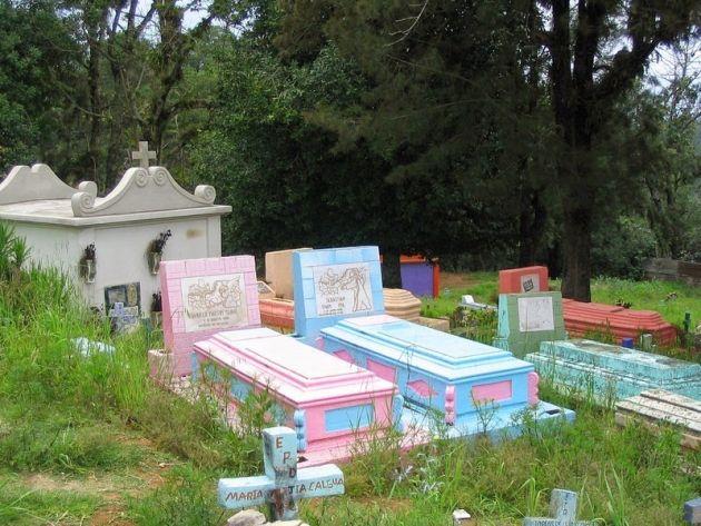 chichicastenango-cemetery-3[2]