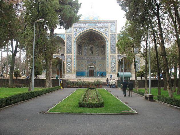800px-Imamzadeh_Mahruq_Entrance