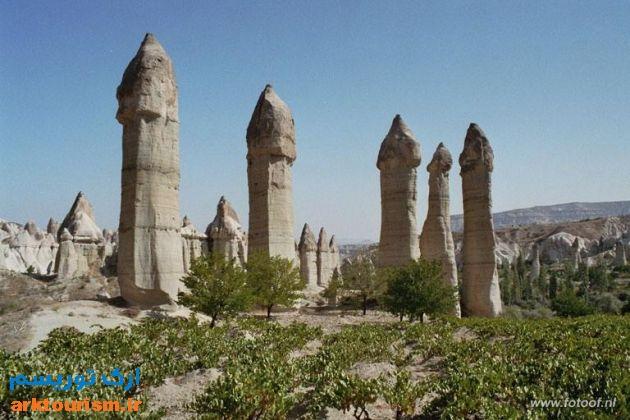 Turkey_Goreme_phallic_fairy_chimneys_4b2de55f788f4f37bb050ba9535fab5f