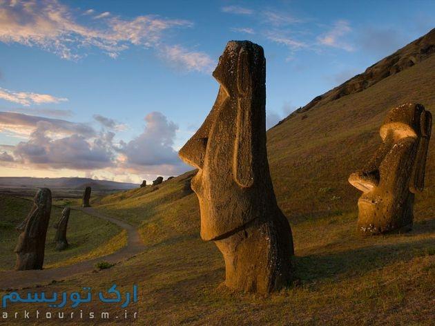 easter-island-statues_59766_990x742