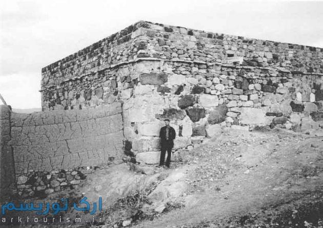 نمای خارجی دیوارهای غربی و شمالی کلیسا