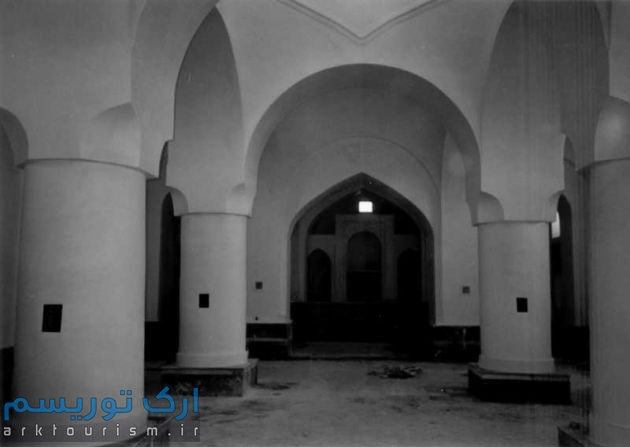 فضای داخلی کلیسا