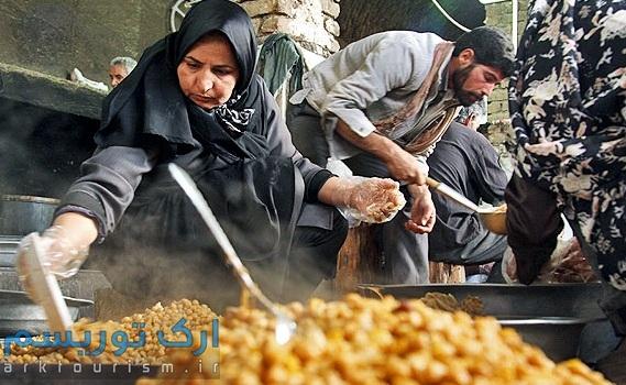 تهیه آبگوشت بزباش در یک مراسم مذهبی در خوسف