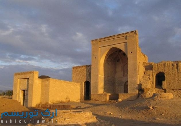 مسجد، آب انبار و حمام کوشک