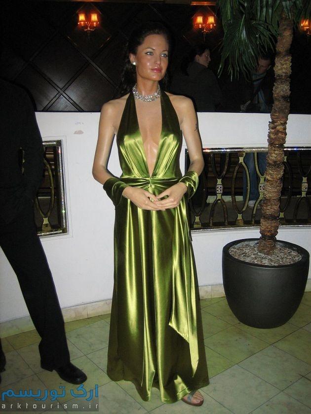 800px-Angelina_Jolie_Madame_Tussauds_London