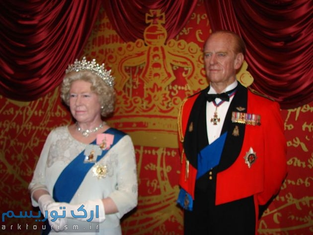 800px-Elizabeth_II_Wax_Statue_in_Madame_Tussauds_London