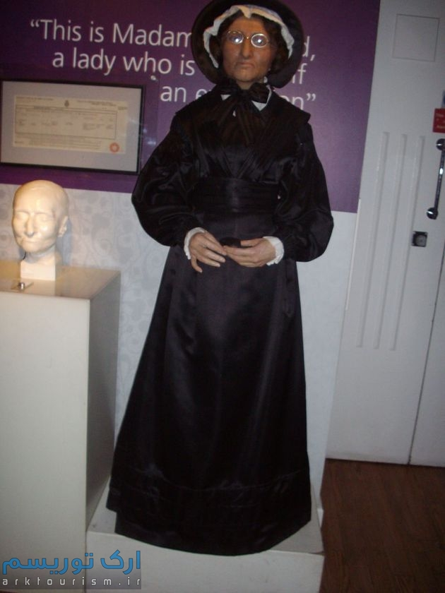 800px-'Madame_Tussaud'_herself_at_'Madame_tussauds_waxworks_in_London.