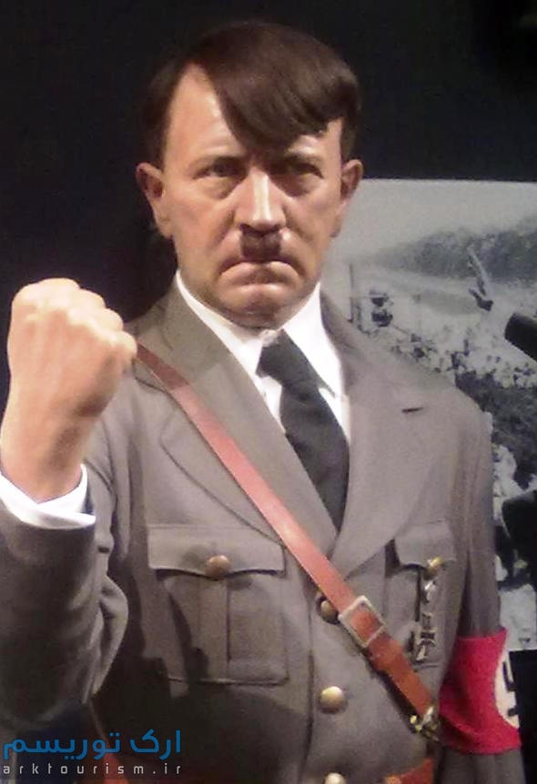 Adolf_Hitler_Wax_Statue_in_Madame_Tussauds_London