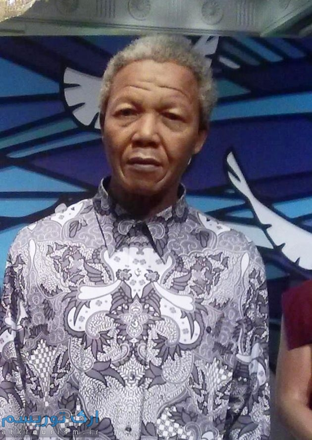 Nelson_Mandela_Wax_Statue_in_Madame_Tussauds_London