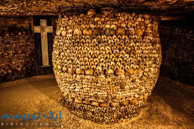 Catacombs_of_Paris,_16_August_2013_015
