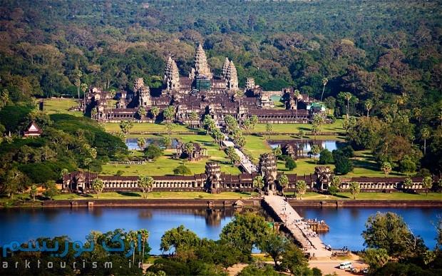 Angkor_wat_2381155b